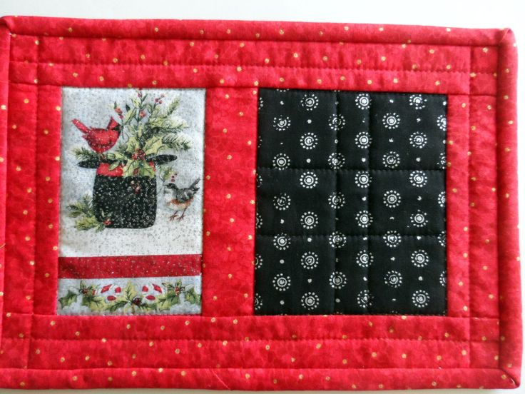 Christmas mug rug, holiday snack mat, mini placemat, candle mat, coaster, red, green, silver, black, holiday gift, quiltsy handmade by SusansPassion on Etsy