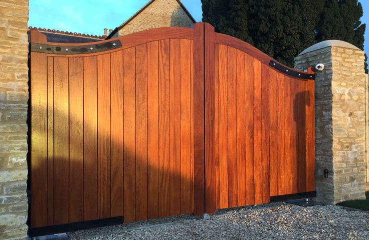 Wooden up arch gates with underground gate automation