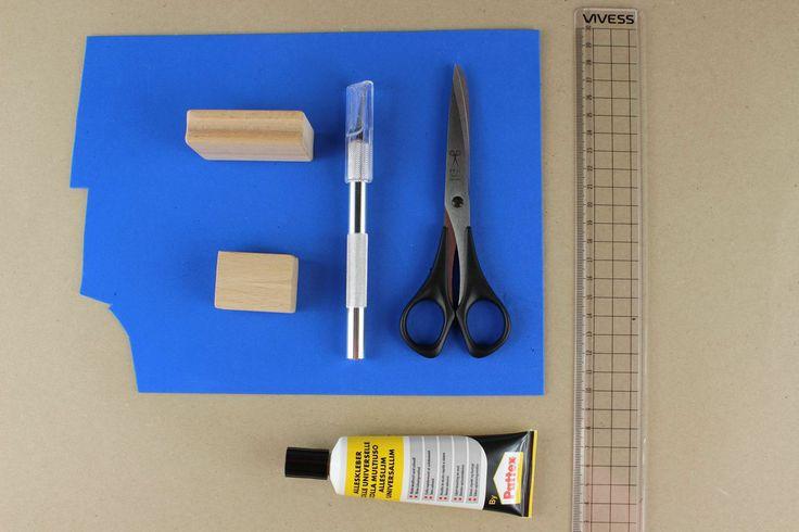 Zelf stempels maken om geschenkpapier of enveloppen te versieren. Duitse uitleg met duidelijke foto's.