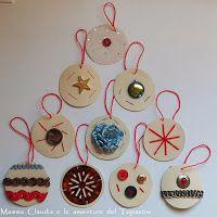 Decorazioni natalizie con cartoncino colorato, fili di lana, bottoni, passamaneria