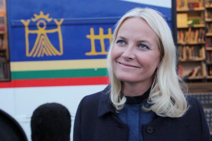 LESEGLEDE: Kronprinsesse Mette-Marit reiser fra Bodø til Stjørdal for å snakke om gleden ved å lese bøker. Foto: Lise Åserud/NTB scanpix