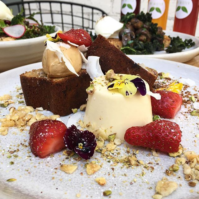 YUM @mr_mister_cafe 🍌🍞 Housemade banana bread with coconut panna cotta, espresso mascarpone, coffee brittle, salted pistachio, strawberries & freeze dried banana 🍓🎉 Mr Mister - Windsor #melbourne #breakfast #breakfastinmelbourne #mrmistercafe @mr_mister_cafe
