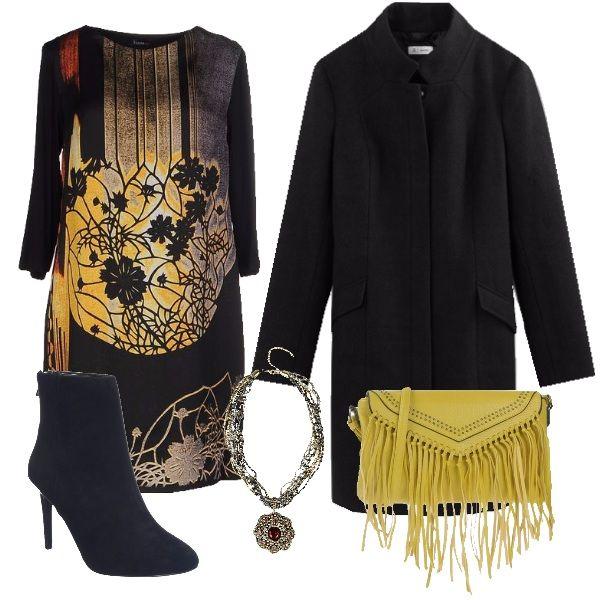 Il vestito dal taglio morbido nero con lampi di colore molto vivaci è abbinato al cappotto nero dal taglio classico e abbottonato fino al collo. Lo stivaletto con tacco a spillo rende l'outfit elegante e la borsa gialla con nappine dona un tocco di casual. Collana con fiore che richiama nei colori la stampa del vestito per completare.