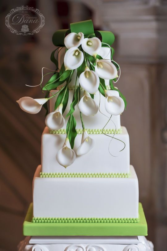 {Stunning bouquet of white Calla Lilies on this wedding cake by Cofetaria Dana}