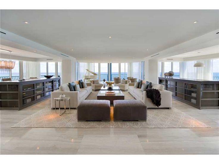 Uber elegante 8400+ sf 5 Bed Bath 6 PH w / más de 7.000 pies cuadrados cubierta de la azotea, spa y espacio al aire libre! Doble cabina de salas de vino, vidrio circular gran sala w / envolver alrededor de 270 puntos de vista de mar y playa. Sin reparar en gastos en cada detalle. Fabuloso madera flotante inspirado paleta de colores a través hacia fuera, equipado w / cocina gourmet, baños de piedra y la última tecnología para el hogar Savant. Cada habitación está controlado por iPad personal…