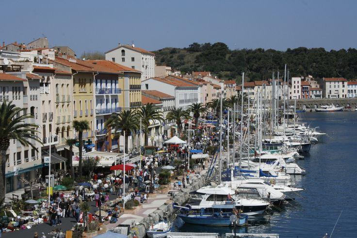 Port Vendres lähellä Espanjan rajaa, suuri kalasatama ja ravintolat sen mukaisia. Lounas koostui merenelävistä.