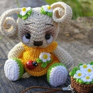 Lovely rabbit in crochet with standard