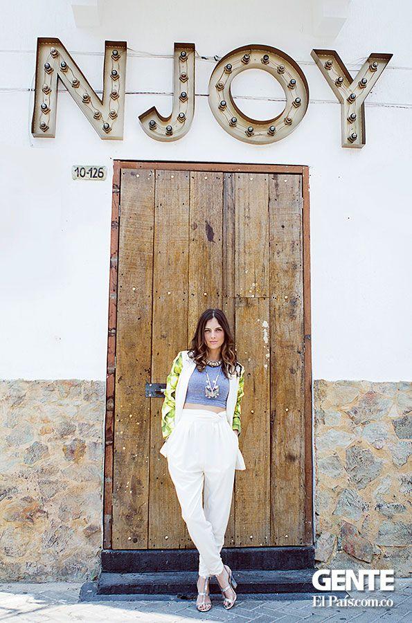 Loredana Sangiovanni de 29 años decidió lanzar aquí, en su ciudad, su propia marca de ropa. Se llama Riot Radio, una apuesta de buen gusto pensada para mujeres que, al igual que su creadora, practican la libertad como un onceavo mandamiento. http://elpais.com.co/gente