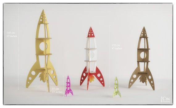Rakete-Regal - 6 verschiedene Maßnahmen und Dicke Optionen innerhalb der Zip-Datei!  Mit dem Download innerhalb der Zip-Datei finden Sie: OPTIMIERTE Dateien für LASER-Schneidemaschine OPTIMIERTE Dateien für CNC-Fräser-Maschine (Hundeknochen Joint!) Blatt für besseren Schnitt und Steckplatz für Laserschneidanlage und CNC-Fräser-Maschine zu testen  Große Auswahl an Optionen und Materialstärke Größe  Größe 01:37 x 17 x 17 cm - Materialstärke - 3 mm Größe 02:37 x 17 x 17 cm - Materialstärke…