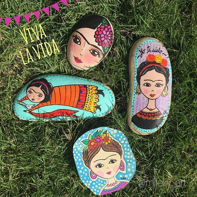 Viva la vida Friditas en el jardín #artlovers #weloveart #lovely #Frida #Friducha #picoftheday #painting #rocks #artsy #handmade #hechoamano