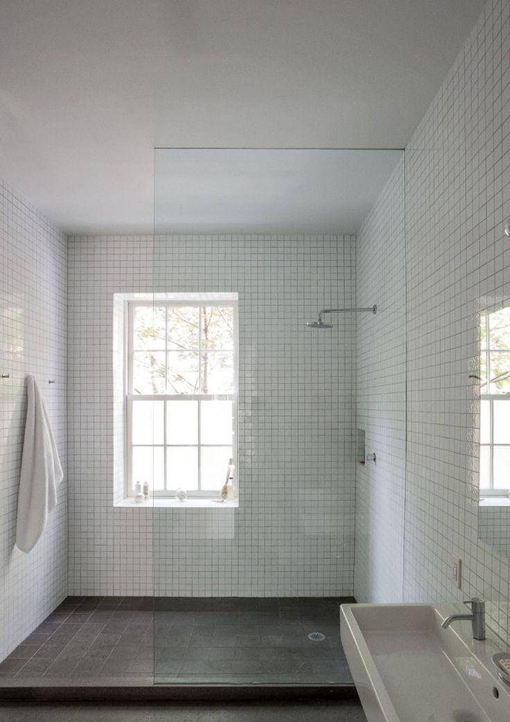Oltre 25 fantastiche idee su finestra per doccia su - Idee per tende finestra bagno ...