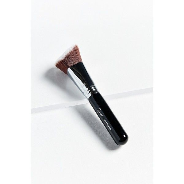 Sigma Beauty 3DHD® Kabuki Makeup Brush (€20) ❤ liked on Polyvore featuring beauty products, makeup, makeup tools, makeup brushes, sigma cosmetic brushes and sigma makeup brushes