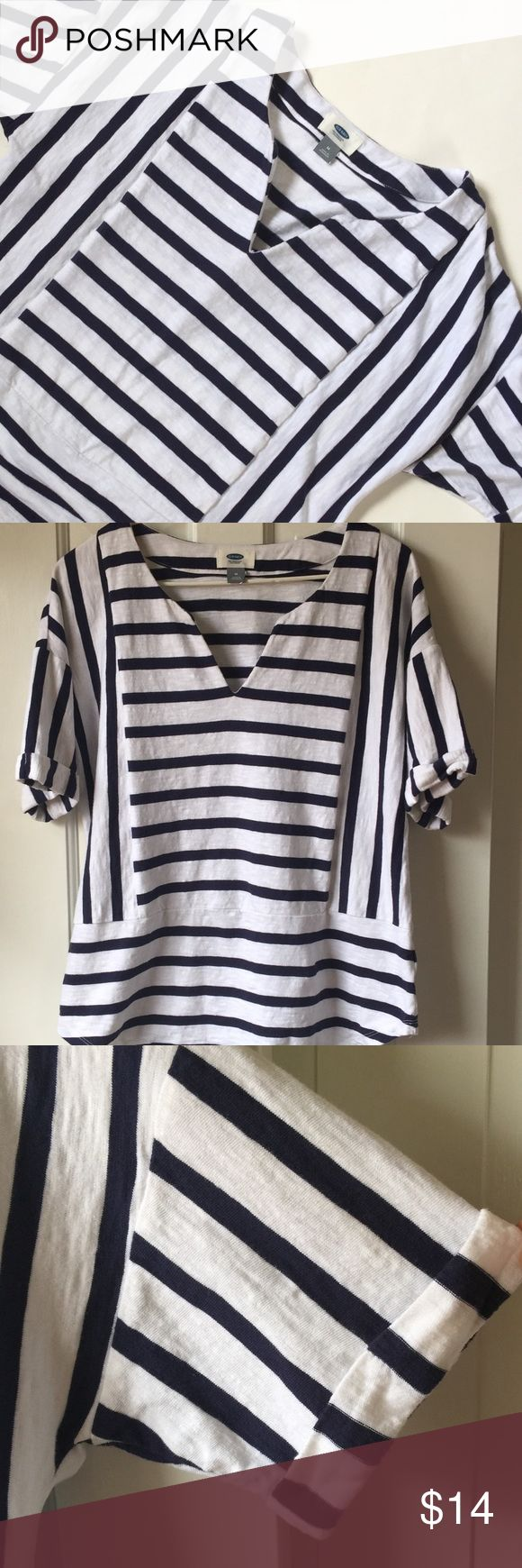 Black and white striped old navy top Great spring time top! Old Navy Tops