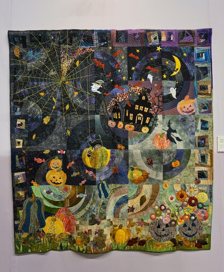 Halloween quilt spotted at the 2015 Tokyo International Great Quilt Festival. Photo by Koala's Place.