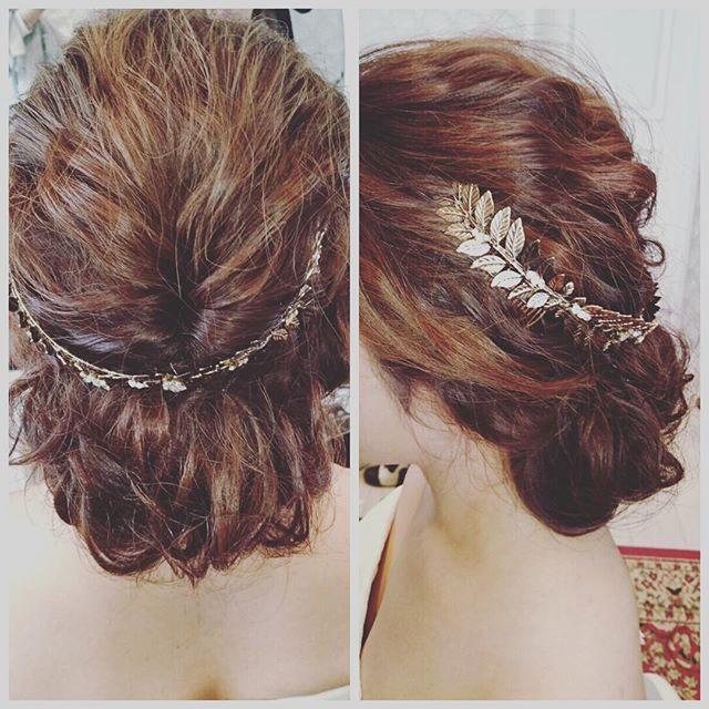 2016年は、《バックカチューシャヘア》がトレンドです♡ 華奢なカシューシャ・ヘッドチェーン・バレッタなどを後ろに飾る、エフォートレスなスタイルが話題沸騰中!今回は、ブライダルシーンに取り入れたい《バックカチューシャヘア》を、インスタグラムからご紹介します♪ おしゃれ花嫁さんは、必見です**