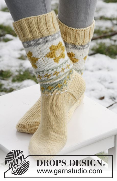 """DROPS Extra 0-839 - Knitted DROPS Easter socks in """"Merino Extra Fine"""". - Free pattern by DROPS Design"""