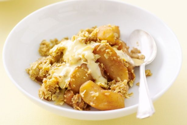 For something fruity and warm to sweeten winter evenings, crumbles are truly tops. Have fun this apple cinnamon version.
