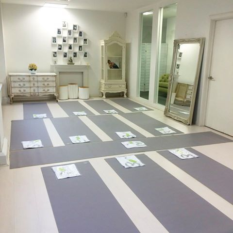 All ready for our exciting class with Ruth Tongue Nutrition & Pilates and ‪#‎BLOOMevents‬  in our beautiful London showroom with Manduka yoga mats!