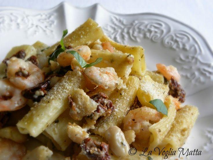 rigatoni con gamberetti, fagioli cannellini e pomodori secchi