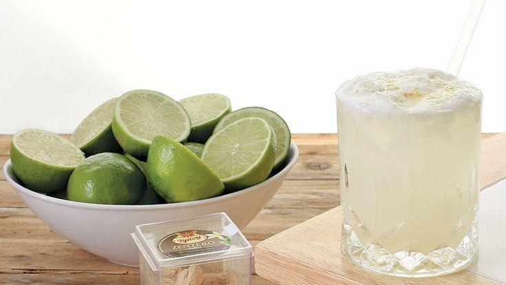 By Charles Flamminio  cl. 7 di Vodka cl. 2 di albume cl. 1,5 di lime cl. 1 di olio al bergamotto e zenzero cl. 1 di vaniglia zenzero grattuggiato in decorazione  #lamadia #lamadiatravelfood #vodka #cocktail