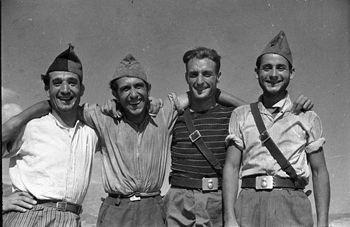Republican soldiers, Valencia, June 1937. Gerda Taro.