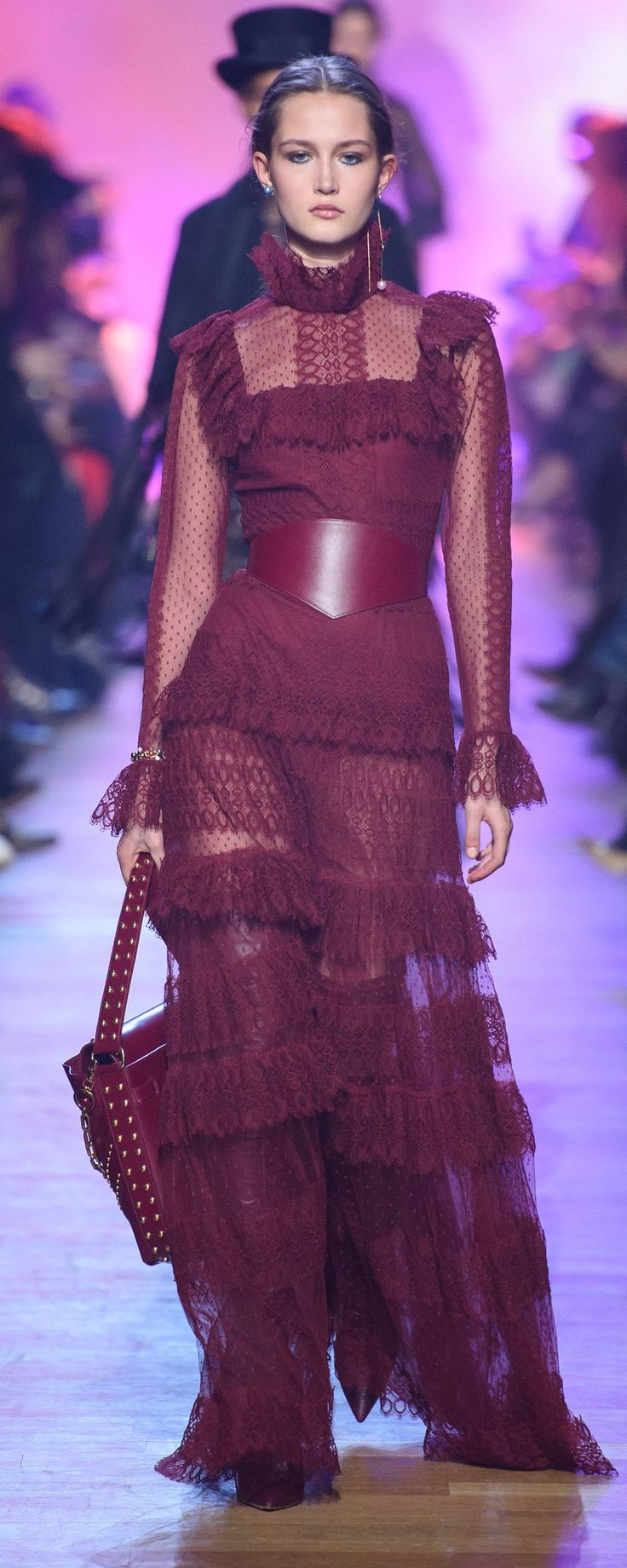 Elie Saab Fall-winter 2018-2019 - Ready-to-Wear - http://www.orientpalms.com/Elie-Saab-7175 - ©ImaxTree