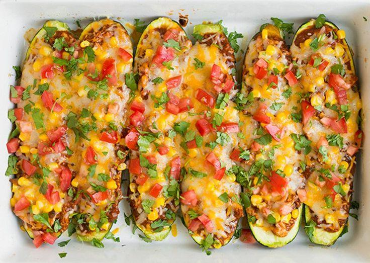 Diétázni szeretnél és szereted a fűszeres, pikáns ételeket? Töltsd meg a cukkinicsónakokat a mexikói konyha fűszereivel,...
