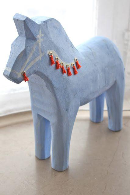 a lion's nest: Thrift Find : Dala Horse Makeover
