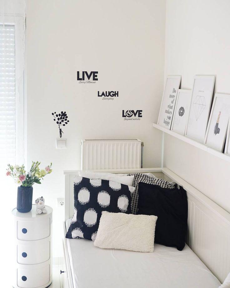 Teenage room decoration in black and white - Athanasia (@ohsohomey) στο Instagram