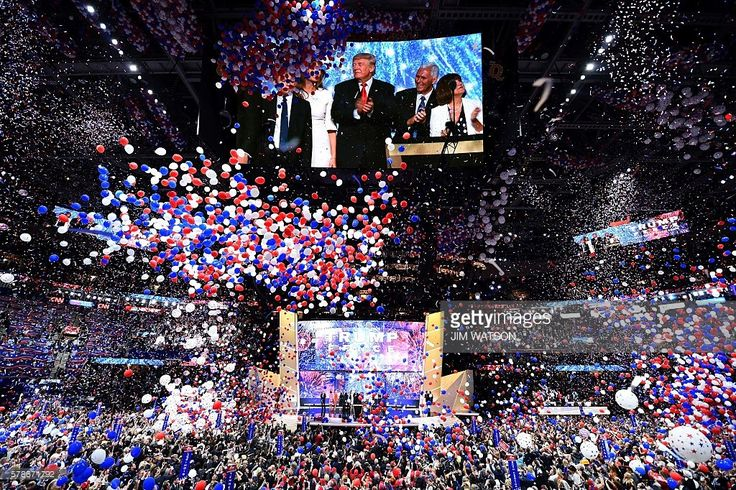 Ballons fall after Republican presidential candidate Donald Trump spoke and accepted the party nomination on the last day of the Republican National Convention on July 21, 2016, in Cleveland, Ohio. / AFP / Jim Watson