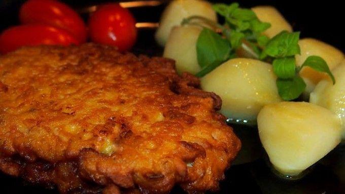 Křimický řízek s vařenými bramborami