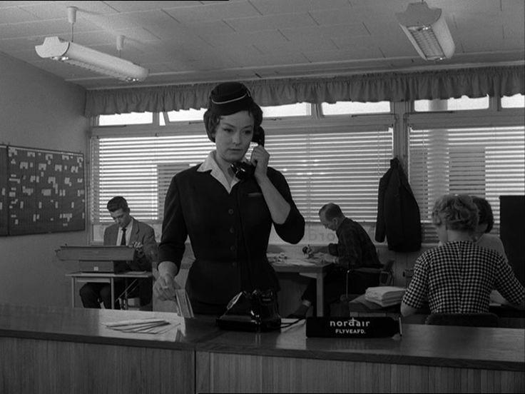 som stewardesse Lucilla Hansen, i Løgn og løvebrøl fra 1961.