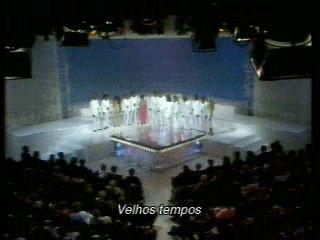 """Um programa de TV, reproduzido pela Rede Record, que se chamava """"JOVEM GUARDA"""" sempre aos Domingos, logo apos o almoço, por volta das l4: hrs. Nos anos 60 (sessenta) e tinha como o apresentador principal do programa, Roberto Carlos, e junto a ele também os seus amigos, Erasmo Carlos, Vanderleia e Martinha. Então foi assim que começou a formar a famosa """"JOVEM GUARDA"""", na década 60 no Teatro RECORD na cidade de São Paulo. Cujo tema da musica, reproduzido pelo vídeo é... """"Velhos tempos Belos…"""