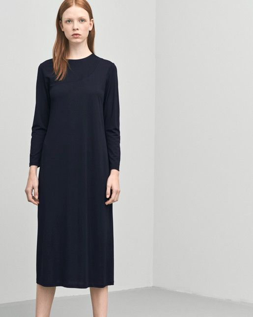 Asymmetric seam shape dress in drapey viscose jersey. Long slim sleeves and a below knee length.  <br> <br> - Asymmetric seam detail <br> - Long slim sleeves <br> - Below the knee length <br><br>  The model is 181cm and wears size S.