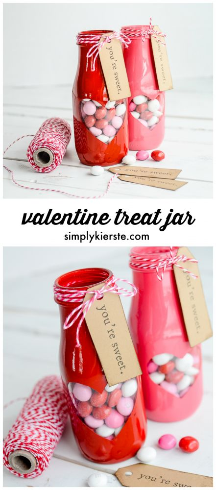 Adorable peek-a-boo Valentine treat jar with free printable! | simplykierste.com