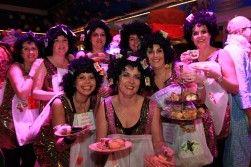 Op zoek naar twee heerlijke Hofdames Carnaval Zwaag