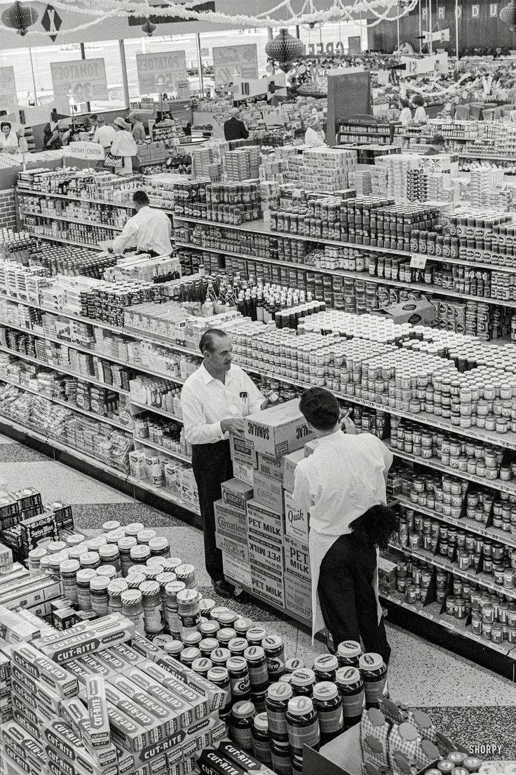 White apron gainesville fl - 1963 George Jenkins Founder Of The Publix Supermarket Chain At Store In