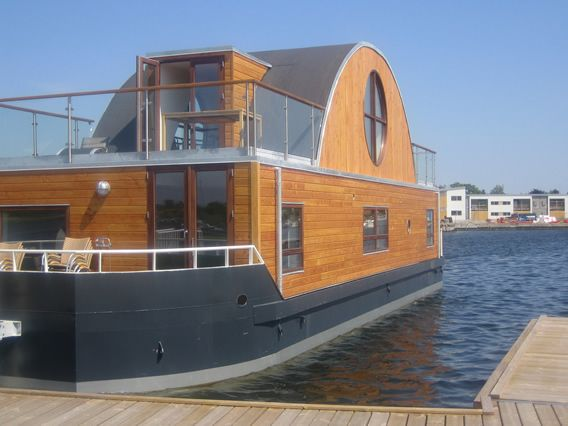looks like this boat built for living on