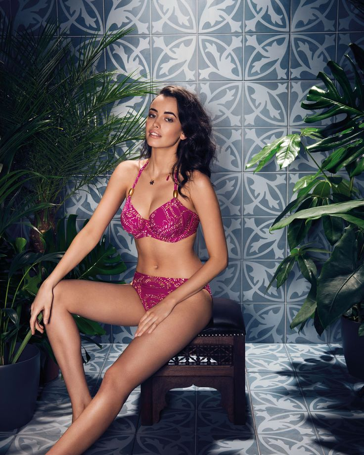 Bora Bora enchants with a beautifully rich Amethyst base, adorned with a sweeping oversized paisley print in a opulent metallic gold.