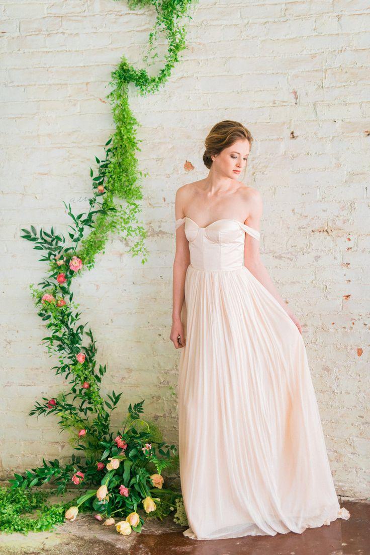 Abito da sposa spalla, fard rosa, Abito da sposa in Tulle di seta, romantico abito da sposa - Juliette Gown di JillianFellers su Etsy https://www.etsy.com/it/listing/228936497/abito-da-sposa-spalla-fard-rosa-abito-da