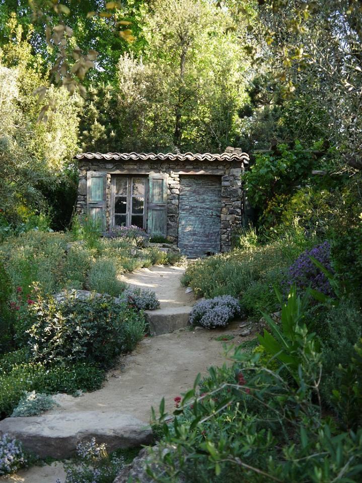 Ein kleines französisches Cottage, das zum Träumen einlädt: Vielleicht die perfekte Inspiration für Ihren Garten?