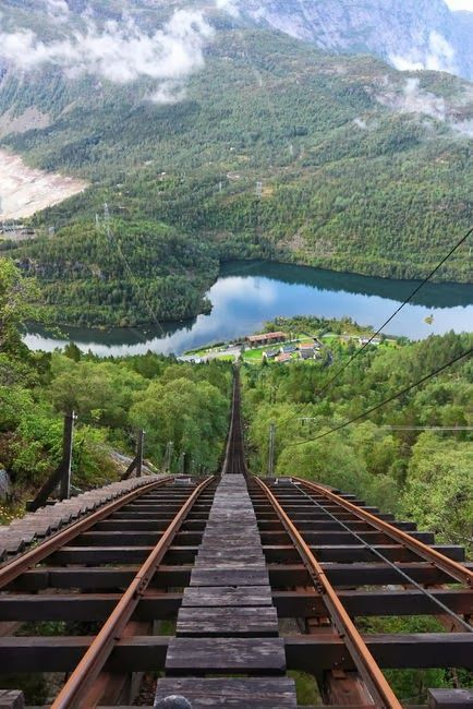 ♥ Incline railway, Lookout MTN, Chattanoga TN was scared at first but LOVED it!