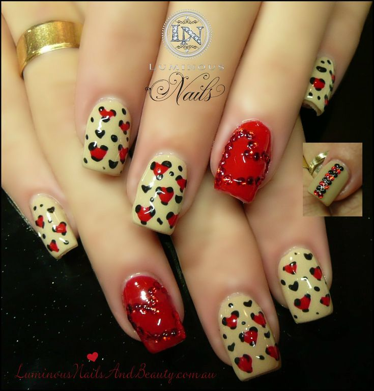 Diseño de uñas Corazón rojo y desnuda