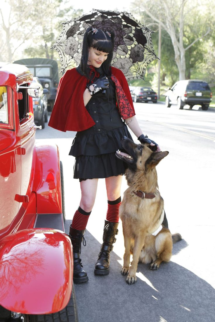 want to cosplay this outfit for a con so badly , not just because i love ncis , but because i have a german shepeard.