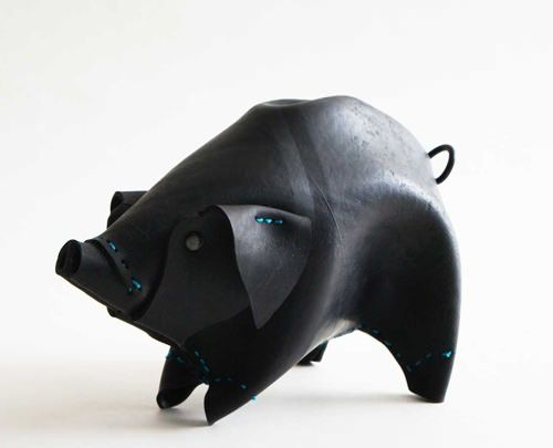 How amazing are these recycled animal toys? They're made from recycled rubber tires by a company in Peru called RIKA. So inspiring!