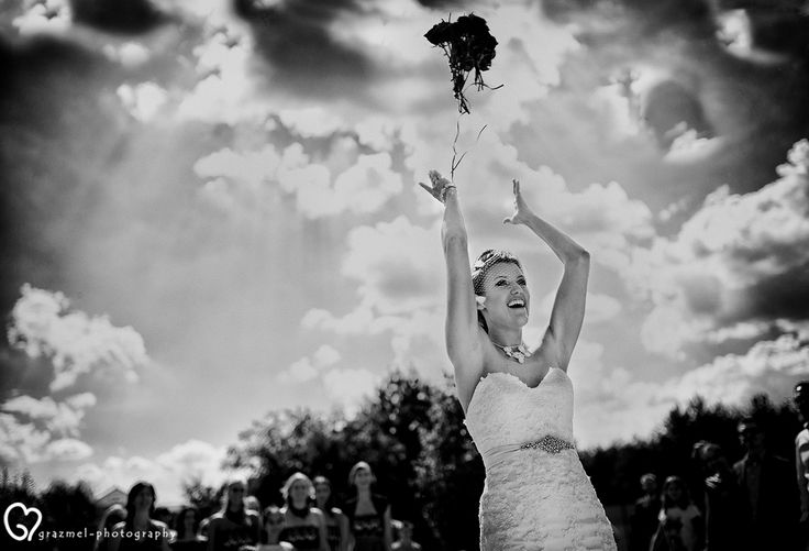 throwing the bouquet, wedding photography, esküvői fotó, fotografo matrimonio, wedding photojournalism  #weddingphotography #realwedding #grazmelweddingphotography  © www.grazmel-photography.com