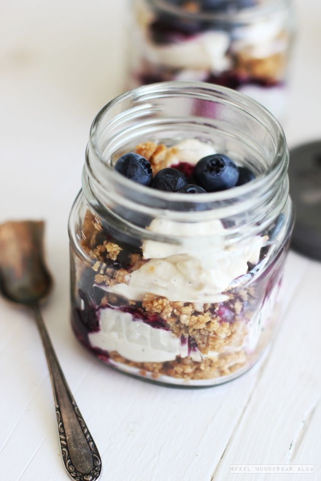... no bake blueberry cheesecake in a jar ...
