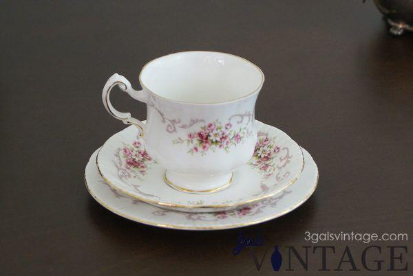 Vintage Paragon Fine Bone China Rose Bouquet Tea Set, Made in England. $30.00
