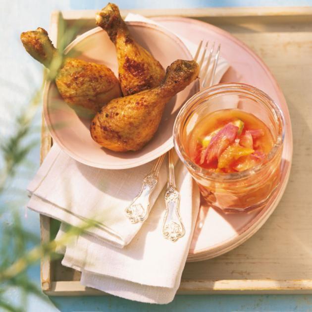 Rezept: Hähnchenkeulen mit Rhabarber-Chutney - [LIVING AT HOME]