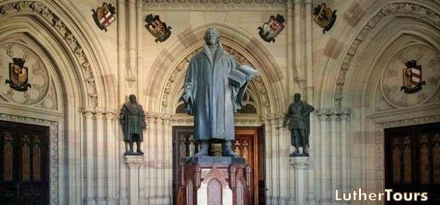 Luther statue at Gedächtniskirche, Speyer